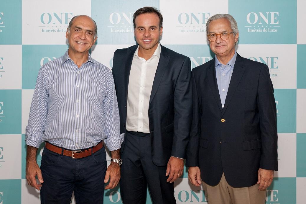 Newton e Antonio Ulrich ao lado de Cristiano Cruz na abertura do segundo Workshop da One Imóveis de Luxo
